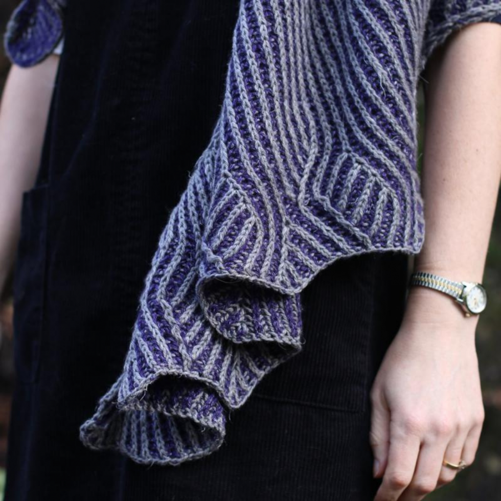 close up image of the end of aBlue and grey brioche shawl